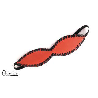 Avalon - FORGOTTEN - Blindfold med Søm - Rødt og Svart